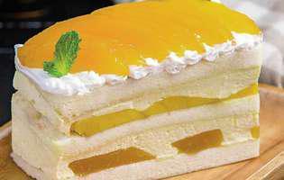Prăjitură cu iaurt și mango