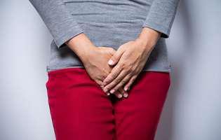 Atrofia vaginală este adesea o consecință a menopauzei și poate fi tratată medicamentos. Imagine cu femeie care suferă de atrofie vaginală