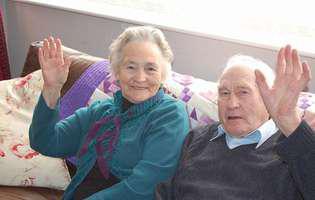 S-au iubit 75 de ani și nu au vrut să trăiască nici o clipă unul fără celălalt. Au murit la patru minute distanță