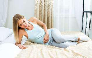 Fistula rectovaginală este o afecțiune care poate fi tratată chirurgical și care poate constitui o complicație a unei sarcini pe cale naturală. Imagine cu femeie care suferă de fistulă rectovaginală