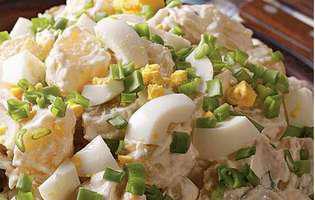 salată de cartofi cu ouă