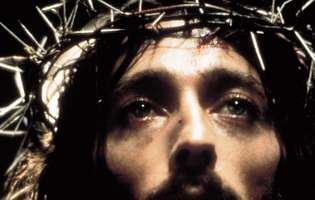 """Cum arată actorul Robert Powell la 40 de ani după apariția sa în """"Iisus din Nazareth"""": """"Încetați să mă mai venerați, eu nu sunt Iisus Hristos"""""""