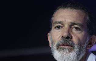 Antonio Banderas a dezvăluit că a fost la un pas de moarte și că are probleme mari de sănătate, însă a uimit pe toată lumea cu apariția lui la Cannes. Ce transformare