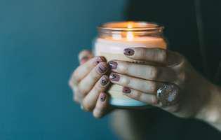 Cum faci o lumânare cu citronella naturală, fără chimicale