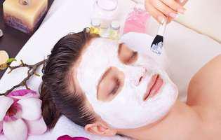 Mască facială naturală. 3 rețete pe care le poți face acasă - cu banane, iaurt și oțet
