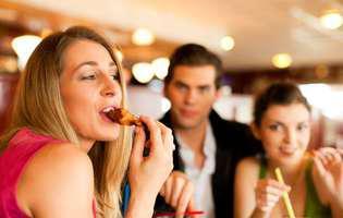 motive surprinzătoare pentru care este bine să mănânci cu mâinile și să nu folosești tacâmuri