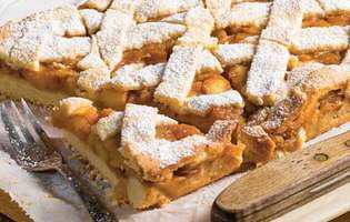 Plăcintă cu mere și stafide