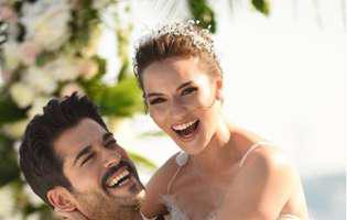 """Kemal din """"Dragoste infinită"""" și soția lui au fugit în Maldive pentru luna de miere. Iată primele imagini de pe insula paradis. Fahriye Evcen este superbă"""