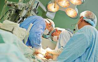 Hidradenita supurativă este o afecțiune cutanată ale cărei simptome pot fi controlate prin tratament. Imagine cu intervenție chirurgicală pentru tratamentul hidradenitei supurative