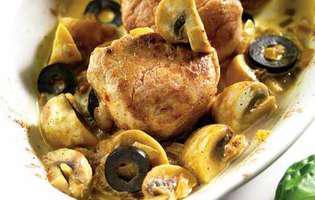mușchiuleț de porc cu ciuperci și măsline
