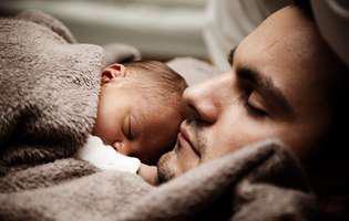 Cum să adormi bebelușul rapid. Cea mai ingenioasă idee a unui tătic