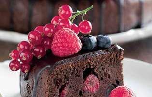 rețeta de prăjitură cu ciocolata si fructe de padure