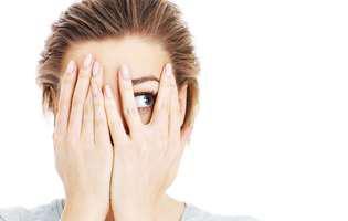 De ce tremuri când ai emoții și ce poți face pentru a avea mai multă încredere în tine