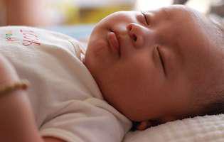 Limbajul corpului unui bebeluș. Ce îți spune prin mișcările sale