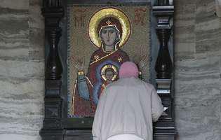 Rugăciunea la Preasfânta Născătoare de Dumnezeu face minuni