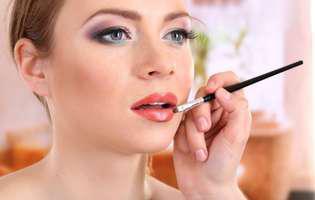 5 trucuri pentru ca rujul să reziste mai mult timp pe buze