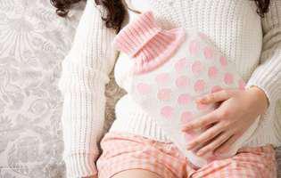 Enterita radică este inflamația intestinelor care duce la diaree, crampe abdominale, greață, vomismente în urma radioterapiei abdominale sau pelviene. Imagine cu femeie care suferă de dureri abdominale