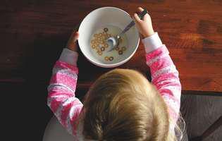 3 idei pentru micul dejun al copilului care ascunde capcane. Cum le eviți