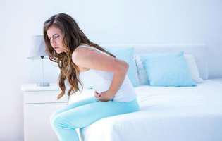 Sindromul de ansă oarbă se produce când o porțiune din intestinul subțire este parțial blocată, iar alimentele digerate stagnează la acest nivel. Imagine cu femeie care suferă de această afecțiune
