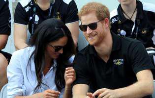 Prințul Harry încalcă regulă după regulă din protocolul regal