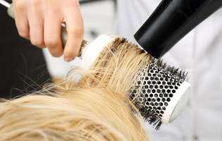 Reguli pe care trebuie să respecți când îți usuci părul cu foehnul