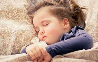 Cum dezveți copilul să mai urineze în pat - sfaturi utile să renunțe la acest obicei