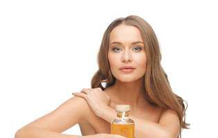 specialistul te învață cum să folosești uleiul de păr
