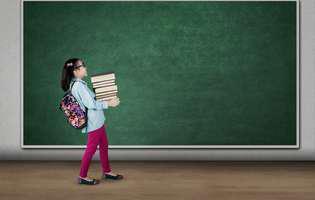 ghiozdanul cântărește un sfert din greutatea copilului
