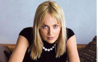 """Sharon Stone a făcut furori în """"Basic Instinct"""" cu silueta ei, însă acum la 59 de ani nu mai arată deloc așa. Imaginea ei lasă de dorit"""