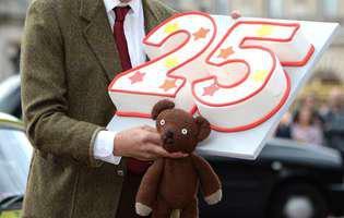 Rowan Atkinson, celebrul Mr.Bean, devine tată la 62 de ani