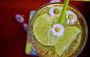 12 motive să bei un pahar cu apă caldă în fiecare zi