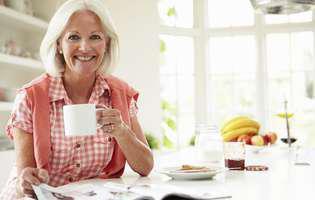 Cum să dormi mai bine după menopauză. Bea cecai de roiniță