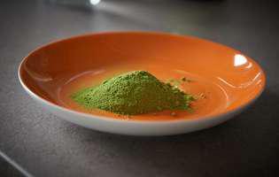 Din moringa se obține o pulbere foarte sănătoasă