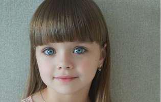Cea mai frumoasa fetita are parul lung si ochi albastri
