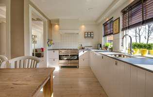 Cum scapi de cele mai urâte pete de grăsime din bucătărie și din casă