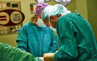 Tumorile secretante ale hormonului de creștere sunt tumori de la nivelul glandei pituitare care conduc la o producție excesivă de hormon de creștere.Imagine cu intervenție chirurgicală pentru extirparea tumorii