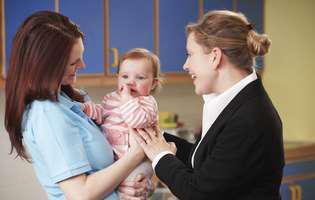 Ce trebuie să știi atunci când lași bebelușul pentru prima data cu bunica sau bona