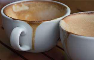 cum scoți petele de cafea de pe ceșcuțe