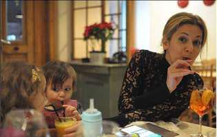 Amalia Enache, vacanță alături de tatăl fiicei sale. Cum arată vedeta Pro TV pe plajă, după ce a născut