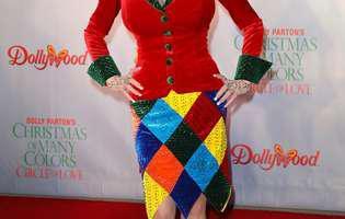 Povestea impresionantă de viață a cântăreței și actriței Dolly Parton, născută în sărăcie lucie. Despre credință și ce o ține alături de soț, de peste 50 de ani|GALERIE FOTO