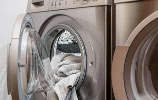Cea mai simplă metodă să cureți mașina de spălat de mizerii și mirosuri neplăcute