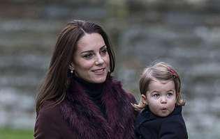 Micuța prințesă Charlotte a început astăzi grădinița. A fost condusă de Ducele și de Ducesa de Cambridge
