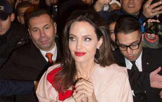Imagini rare! Angelina Jolie a fost fotografiată la Paris cu toți cei șase copii. Ce mult au crescut... Sunt de nerecunscut! | GALERIE FOTO
