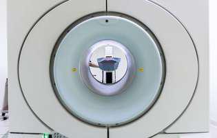 Hematomul intraparenchimatos care se mai numește și hematom extradural se produce când un vas de sânge se sparge la nivelul creierului în parenchimul emisferelor cerebrale (substanța albă a emisferelor cerebrale). Imagine cu aparat IRM utilizat pentru stabilirea diagnosticului