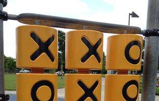 Joc pentru copii X și 0 cu dopuri de plută. Iată cum îl faci