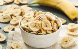 cum faci singură chipsuri din banane