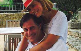 Soțul Andreei Esca împlinește astăzi 48 de ani--Andreea își ține soțul de gât