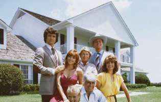 """Actorii din """"Dallas"""" s-au revăzut la 40 de ani de la apariția celebrului serial! Nu îi mai recunoști! Întâlnire emoționantă"""