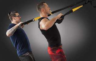 Dislocarea de cot reprezintă o leziune la nivelul articulației cotului în cazul căreia capetele oaselor sunt deplasate din poziția lor normală. Imagine cu un tip de sport practicat care poate conduce la dislocare de cot