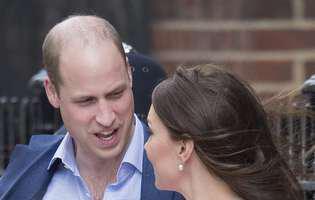 Ce i-a spus prințul William la ureche lui Kate Middleton, în momentul în care au ieșit cu copilul în fața spitalului